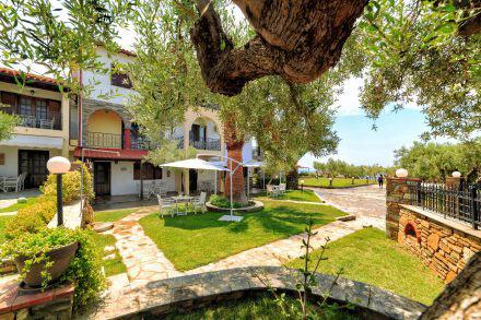 Castri-Garden-and-Buildings